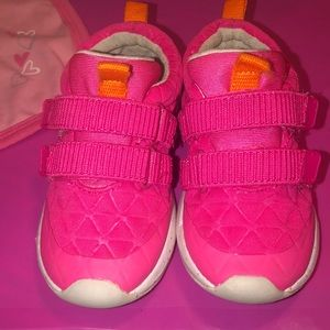 Toddler girl Sz. 8 cat & Jack sneakers.